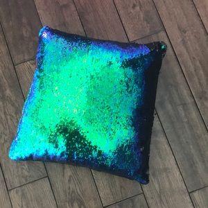 Pillow sequin
